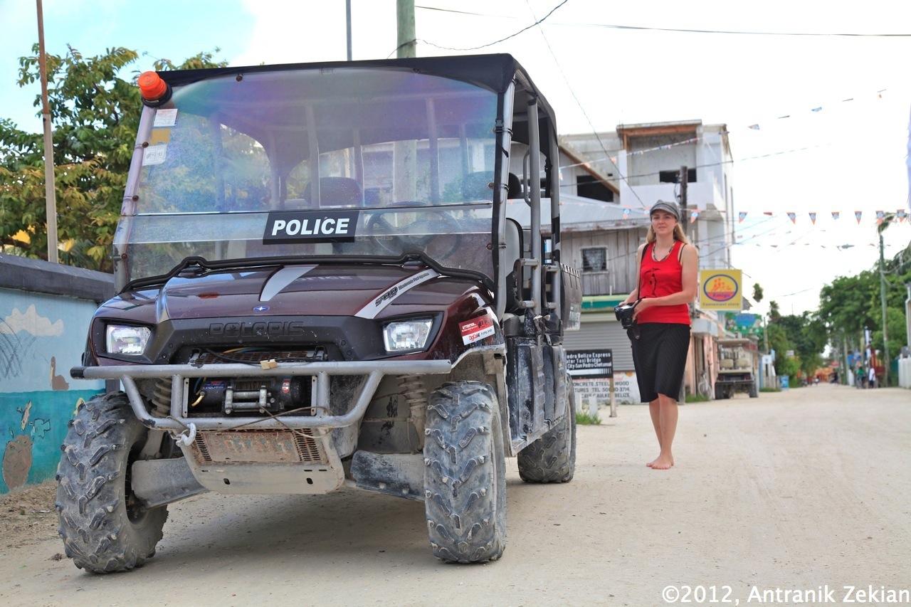 l'unique voiture de police de l'île
