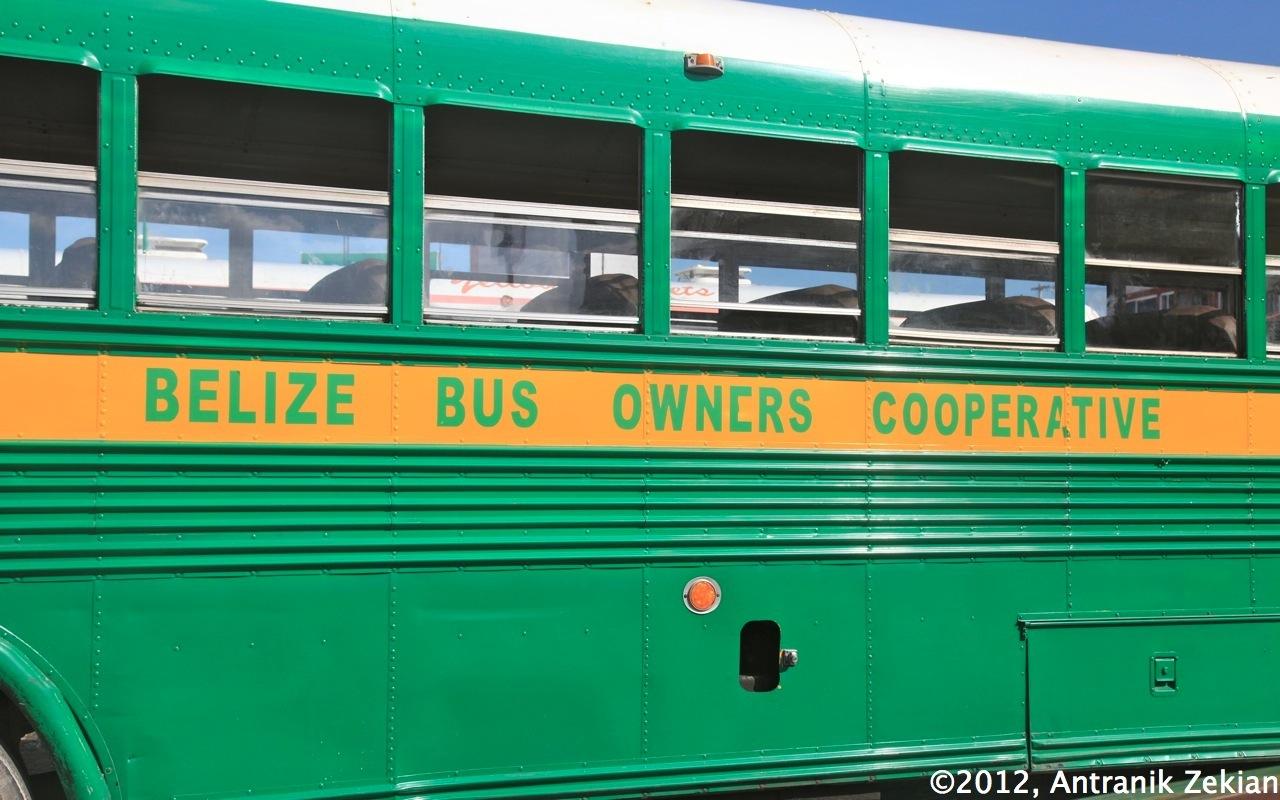 mon joli chicken bus pour relier Belize City à la frontière méxicaine