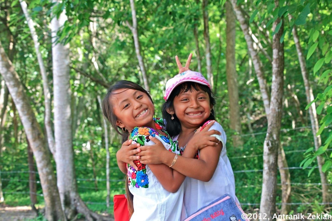 jeunes vendeuses de souvenirs à Chichen Itza