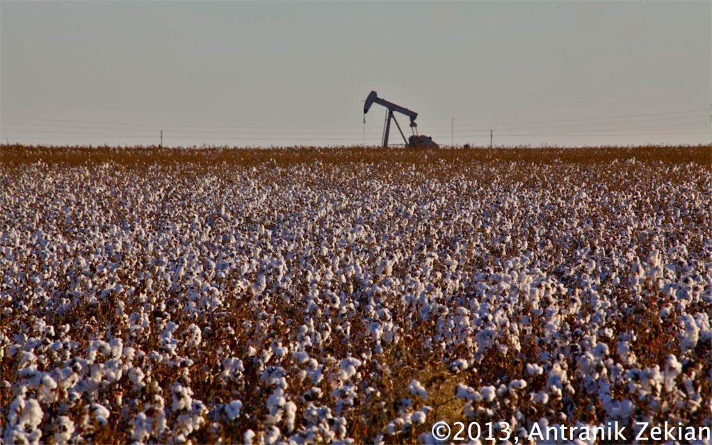 un champs de coton... euh non de pétrole :)
