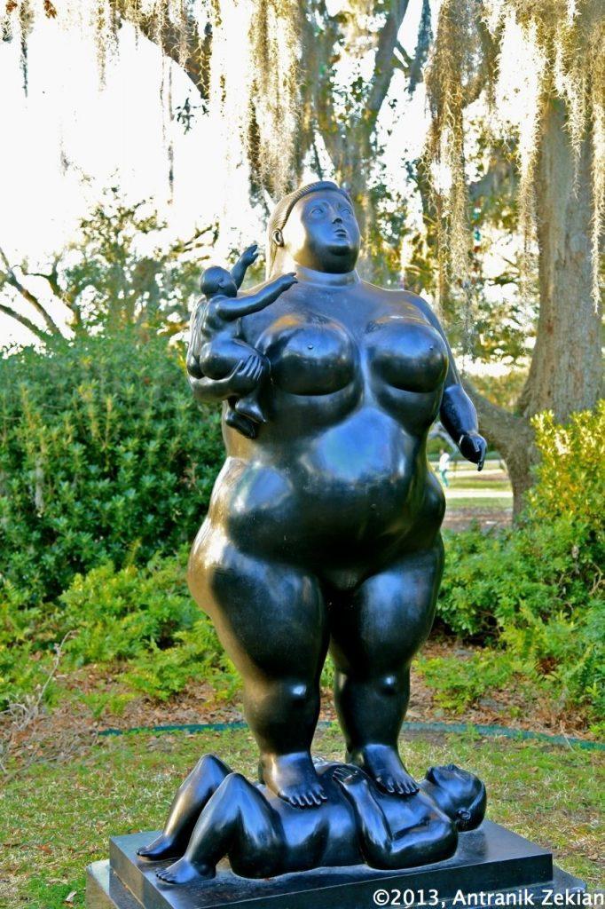 une statut du célèbre sculpteur colombien Botero dans l'Outdoor Sculpture Garden du NOMA
