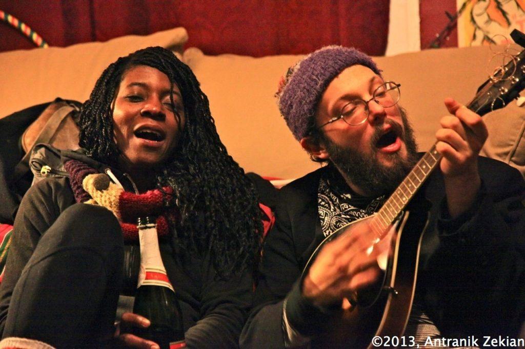 rien de mieux qu'une guitare, un peu de bière et 10 hippies pour passer un bon réveillon de nouvel an...